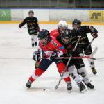 Tett kamp mot Lillehammer. Her nr.10 Kaland med nr.37 Mathiassen og nr.9 Hagen i bakgrunnen | Foto: Jack Andre Djupvik